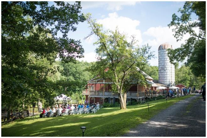 Chanteclaire-Farm-_0022-outside-barn-wedding-venue-maryland