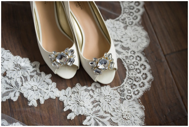 Rich-Farms-_0005-beautiful-wedding-shoes-veil
