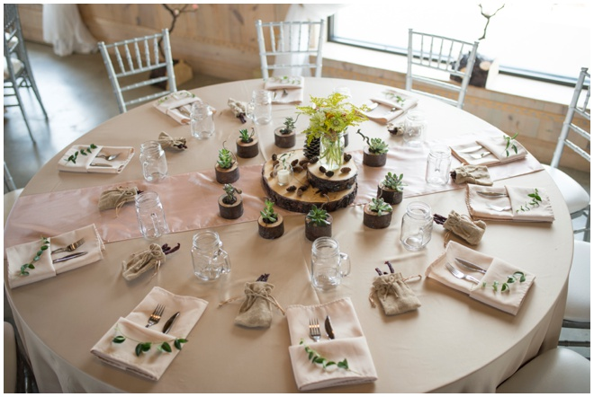 Rich-Farms-_0007-barn-wedding-table-setting