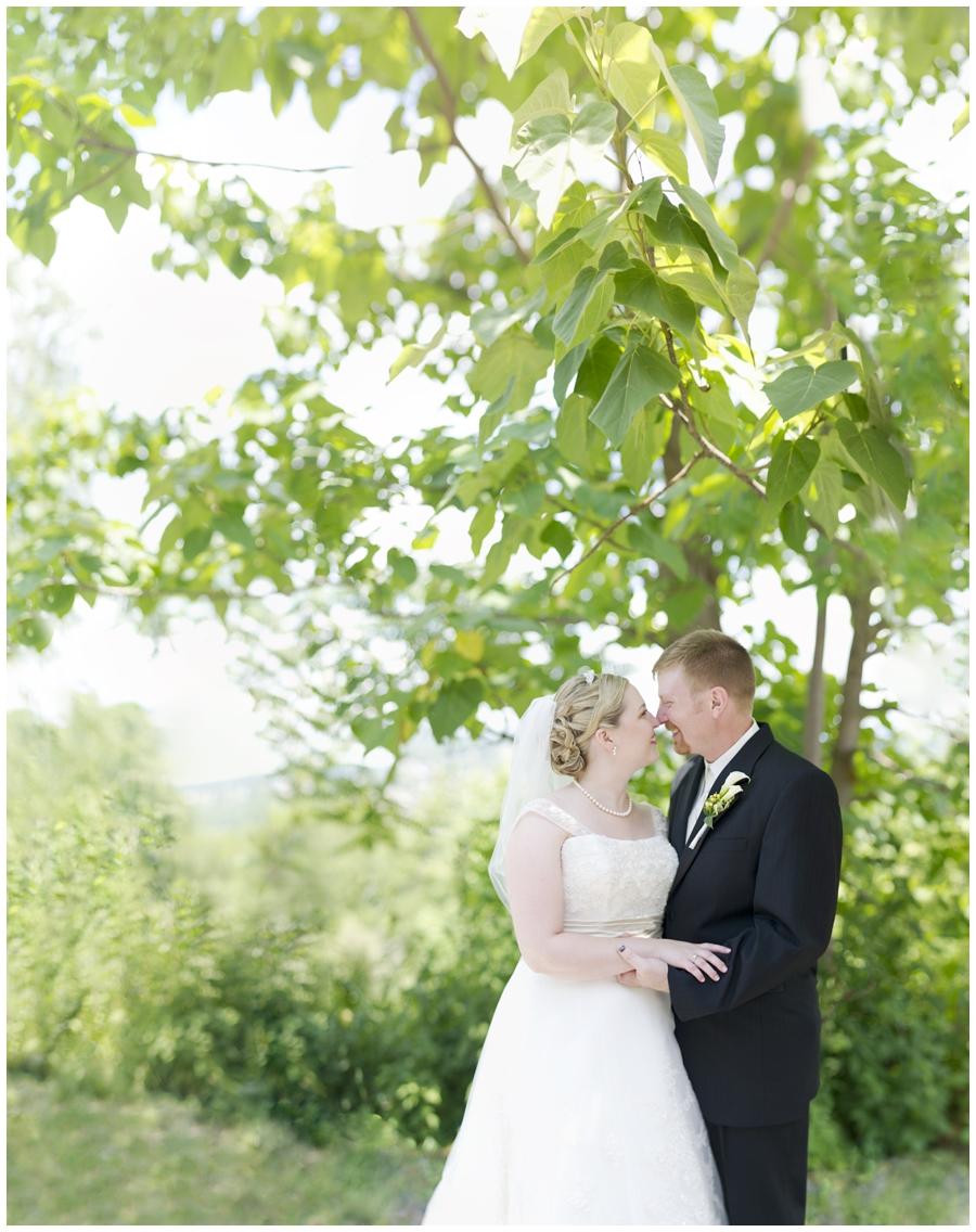 20-Morgantown-Wedding-Photography-Dorseys-Knob